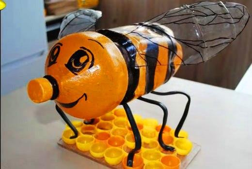 пчела из пластикового бутля