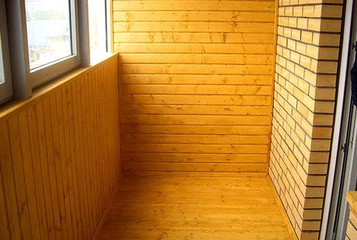 Отделка балкона комбинированная