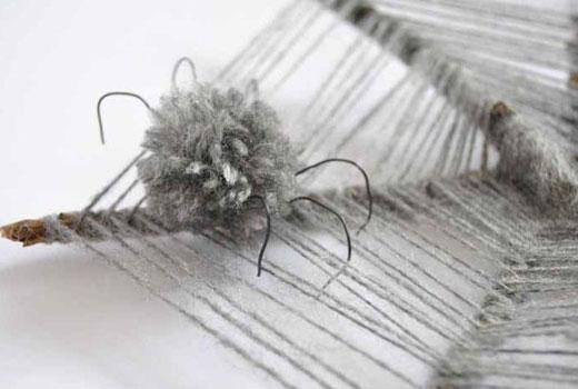 Как сделать паука из помпонами
