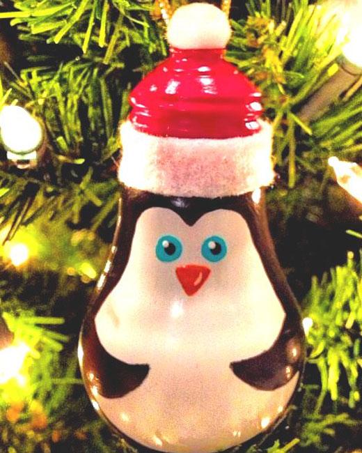 Маленький пингвин на елку