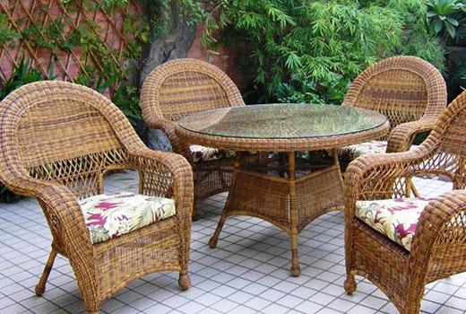 мебель плетеная на балконе
