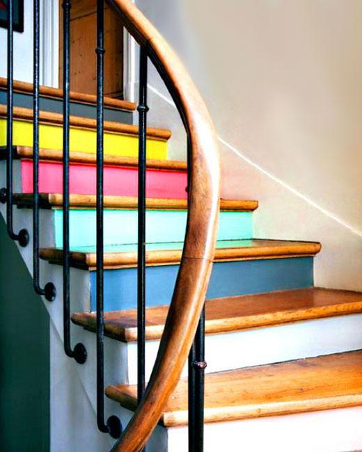 цветные ступени лестницы