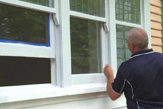 Покрасить деревянное окно