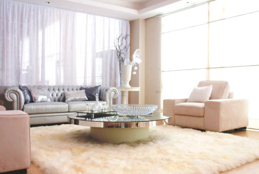 белых ковер мех в гостиной