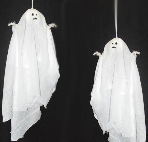Летающие привидения на Хэллоуин
