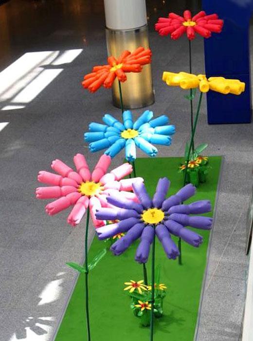 цветы из целых пластиковых бутылок