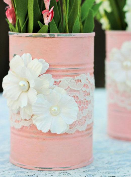 розовая баночка из жестянки
