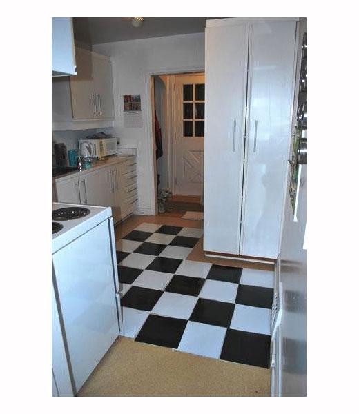 пол шахматка в кухне