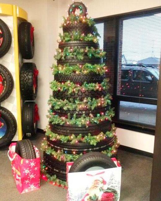 новогодняя елка из шин