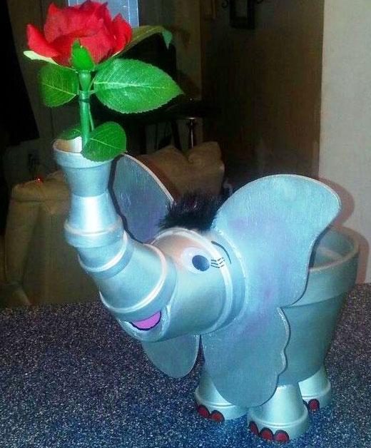 слон с розой