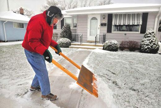 лопата для снега с двумя ручками