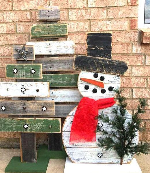 снеговик с елкой