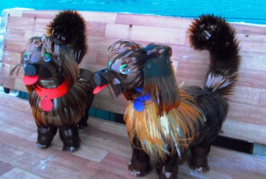 собаки из пластиковых бутылок