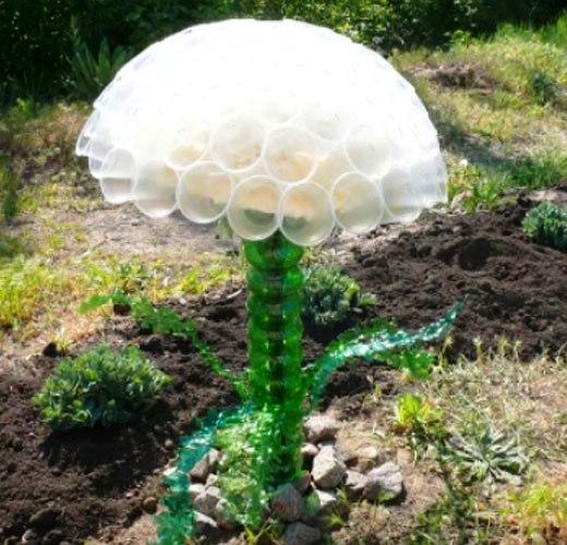 цветок из пластиковых стаканчиков