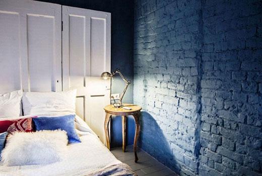 синяя стена плитка