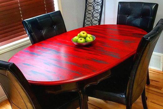 стол окрашен