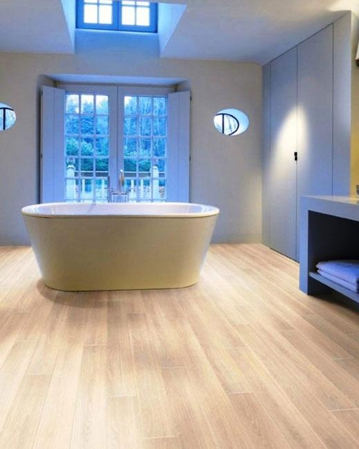 светлый ламинат в ванную