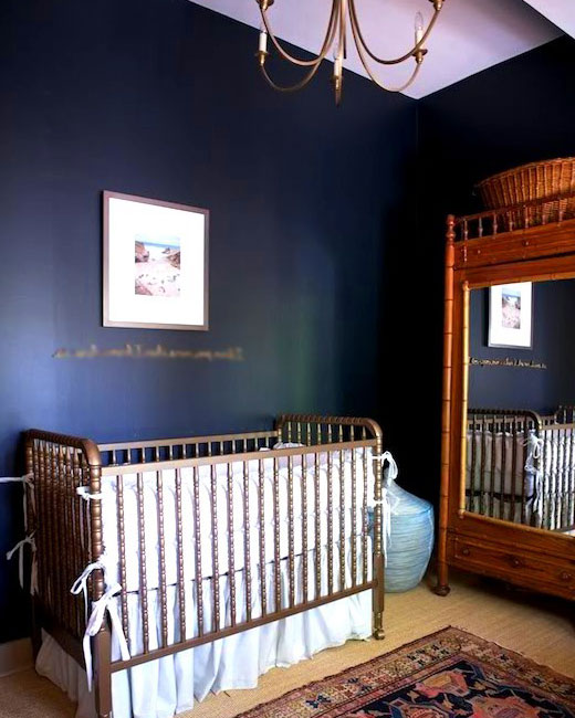 темные стены в детской