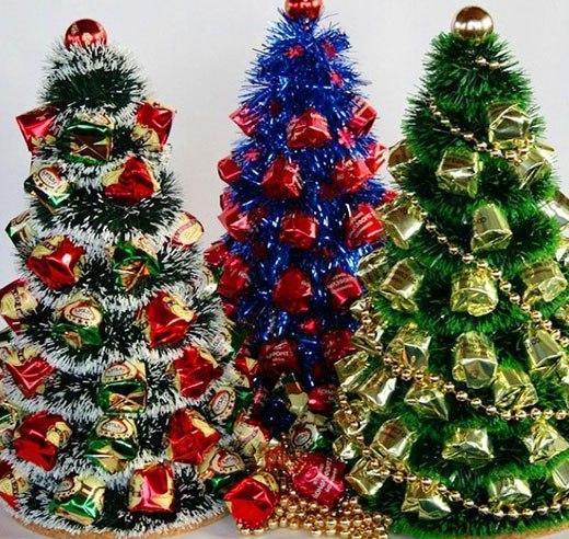 три конфетных елки