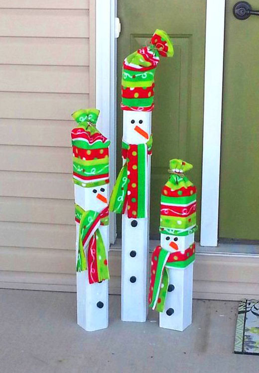 снеговики в шапках трубы