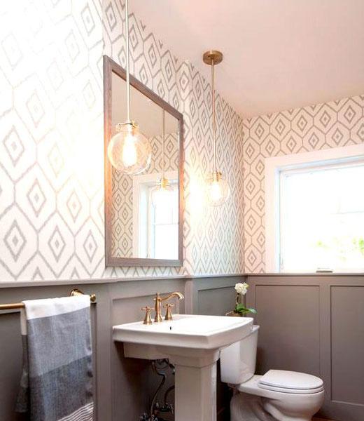 обои геометрический узор в ванной