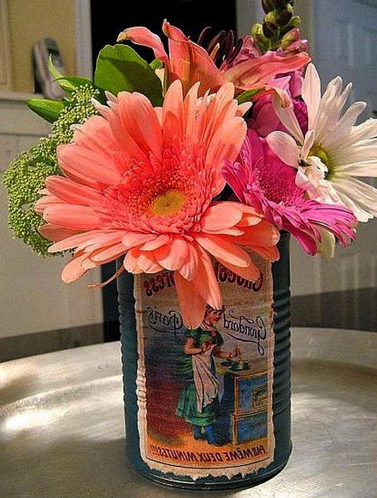 ваза из жестяной банки