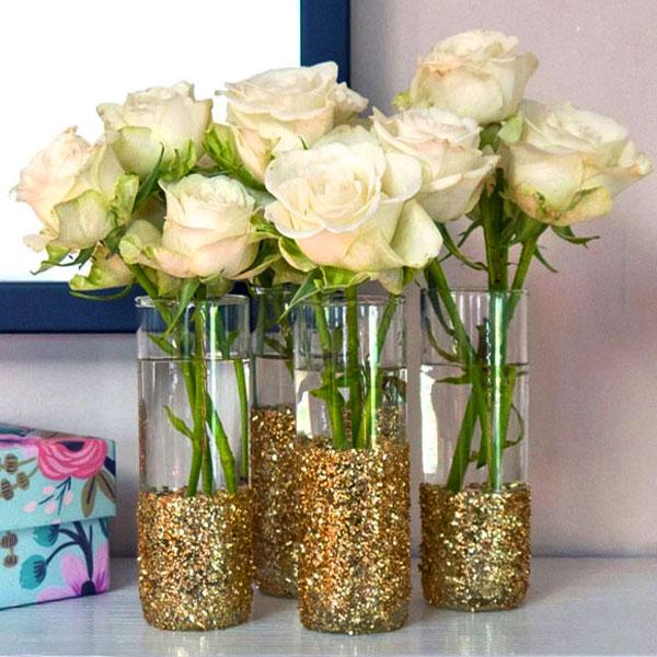 розы в бутылках