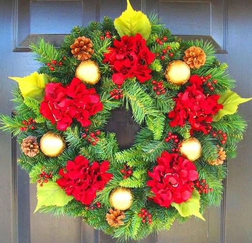 рождественский венок красная пуансетия