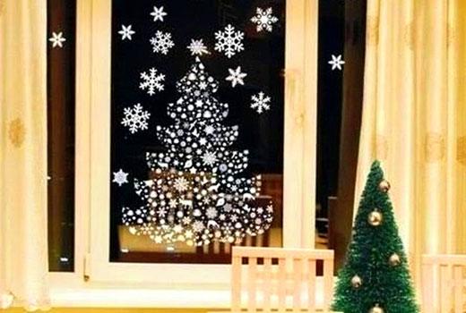 елка окно