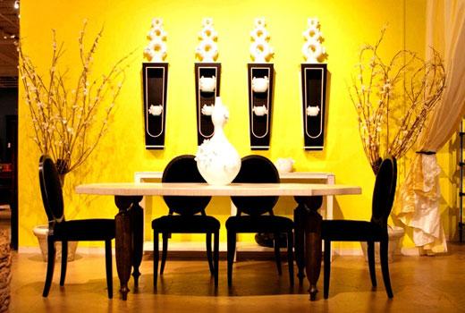 желтые стены комнаты