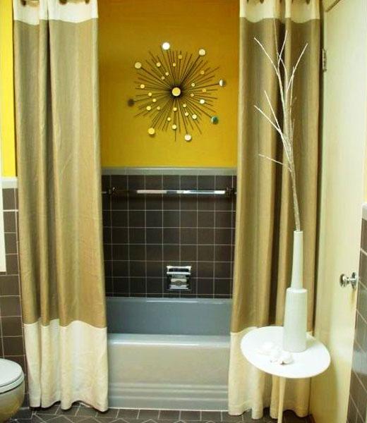 желтые стены в ванной