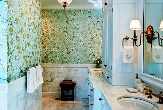 цветочки обои в ванной