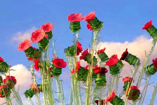 Мелкие цветы из пластиковых бутылок